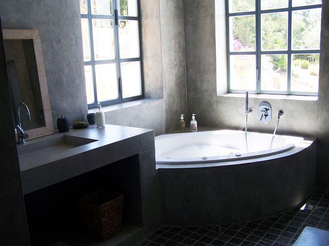 Baños Con Tina De Cemento:El cemento pulido es un elemento que se usa mucho cuando decoramos