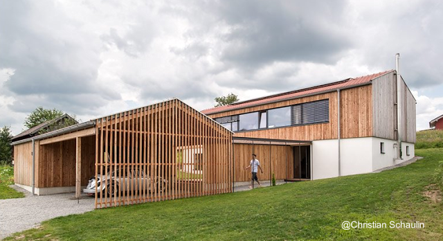 Residencia moderna campestre de dos cuerpos en alemania for Casa moderna a dos aguas