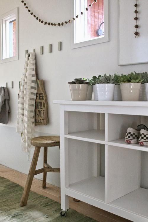 Un recibidor decorado con muebles de ikea paperblog - Entraditas pequenas ikea ...