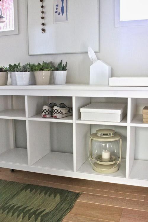 Un recibidor decorado con muebles de ikea paperblog for Muebles blancos ikea