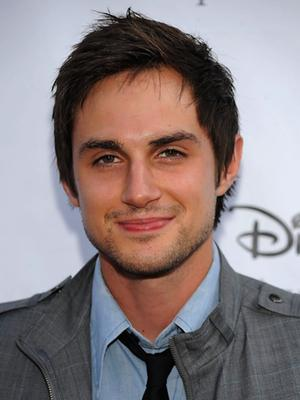 Andrew J. West ('Greek') se incorpora a la cuarta temporada de 'The Walking Dead'