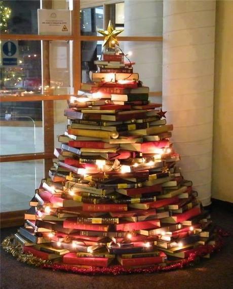 Decoración de Navidad para tu tienda - Árbol navideño con libros