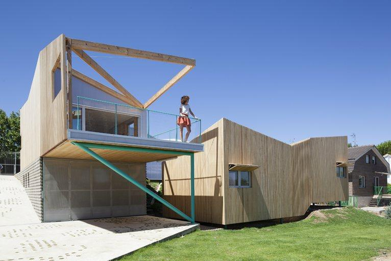 ARQ...HOUSE OF WOULD