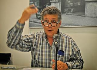 José Luís Muñoz presenta su última obra.