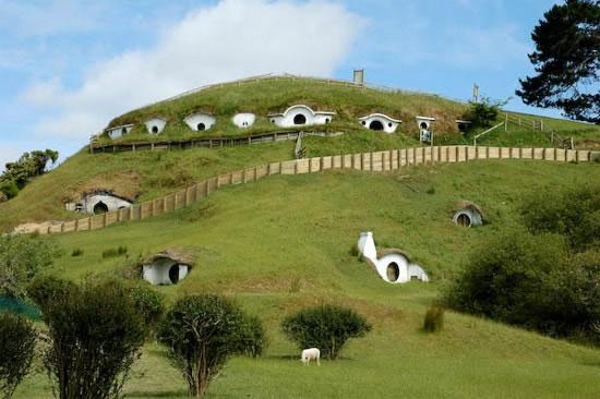 [Evento Global]¿Los barrios bajos siempre son peligrosos y llenos de conocimiento?? Hobbiton-un-paseo-comarca-hobbits-L-1