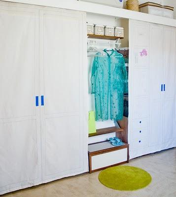 Puertas de tela para un armario improvisado paperblog for Sujeta puertas de tela