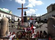 "perturbado amenaza granada cruz ""defensores Kaszynski"""