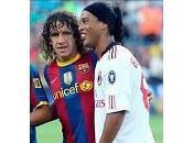 Camp homenajea Ronaldinho cientos avioncitos papel
