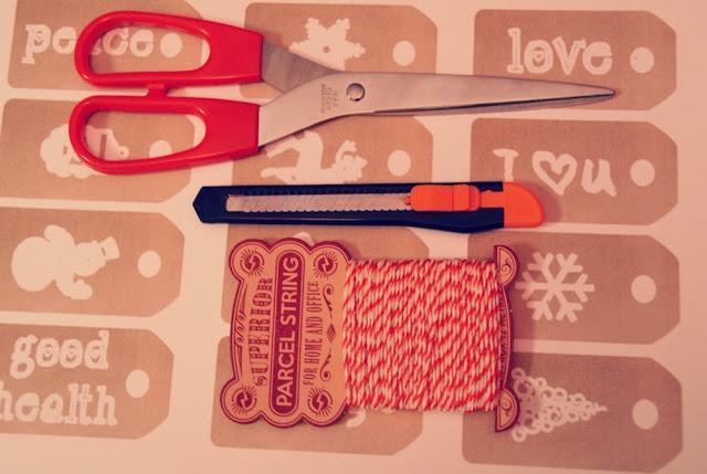 Diy decora tu rbol de navidad con etiquetas paperblog - Como se decora un arbol de navidad ...