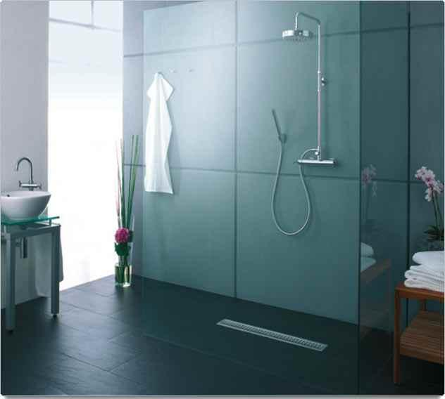 Duchas modernas plato al ras del suelo paperblog for Cuartos de bano modernos con ducha