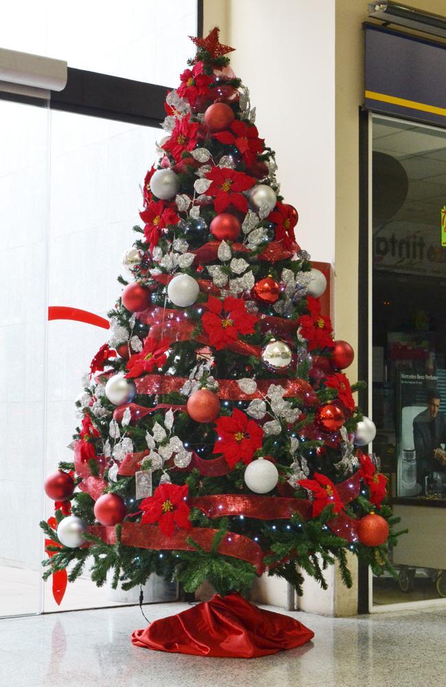 Lindos rboles de navidad en color rojo paperblog - Como decorar arboles de navidad color blanco ...