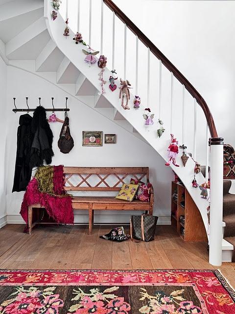 Ideas para decorar la escalera en navidad paperblog - Decorar pared escalera ...