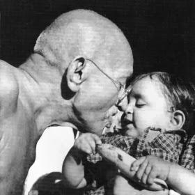Recuerda... Que siempre existen tres enfoques en cada historia (Texto de Mahatma Ghandi)
