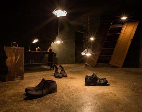 Los zapatos sí pueden estar por el suelo...