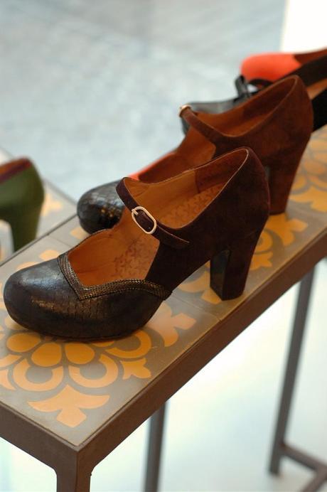 shoes display by www.mundda.com