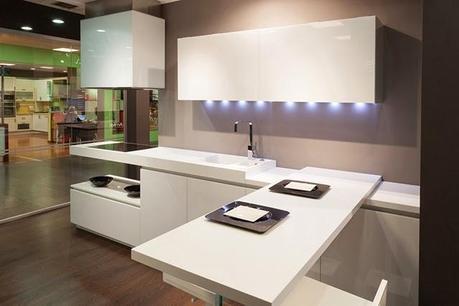 Renovarse entre fogones cocinas de cristal templado for Ver disenos de cocinas