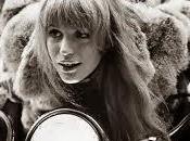 """chica detras canción"""": (Marianne Faithfull)"""