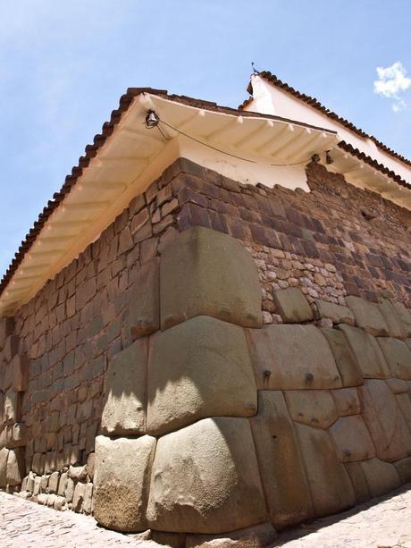 Construcción de los Incas y de los Inca-paces (españoles)