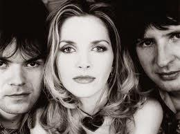 Saint Etienne - Only love can break your heart (1990)