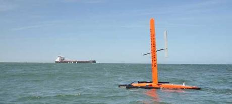 SailDrone frente a un buque