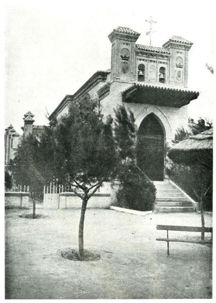 El Castillo de Higares.—La ermita.