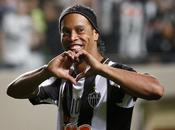 Ronaldinho renueva Atlético Mineiro