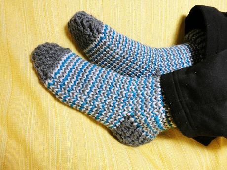 Teje calcetines de lana con telar circular paperblog - Como hacer calcetines de punto ...
