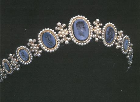 Diademe intailles de Caroline Bonaparte.jpg