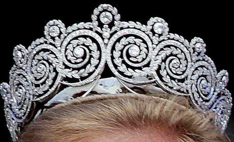Khedive of Egypt Tiara. Realizada por Cartier, fué un regalo a la Princesa Margarita de Connaught cuando se casó con el Principe heredero Gustavo Adolfo de Suecia en 1905 desde Khedive de Egipto, ya que la pàreja se conoció allí.Al morir la Princesa en 1920 la heredó su hija la Princesa Ingrid casada con el Principe Frederik de Dinamarca y se conviertieron en Reyes.Todas sus hijas han llevado la tiara en sus enlaces.