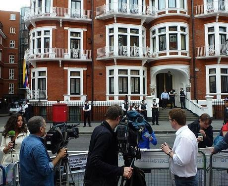 Embajada de Ecuador en Londres, 16 de Agosto de 2012- Fuente: Wikipedia