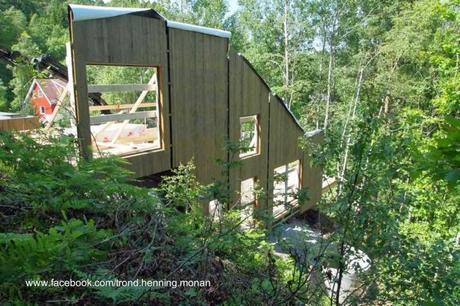 Caba a noruega de madera en declive sobre pendiente - Casas en pendiente ...