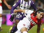 Falcao lesiona rodilla izquierda partido ante Chasselay