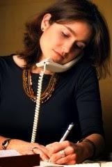 sujetar el telefono en el hombro