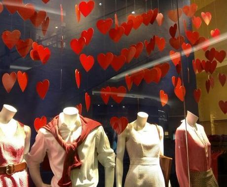Decoración tienda Día de los Enamorados