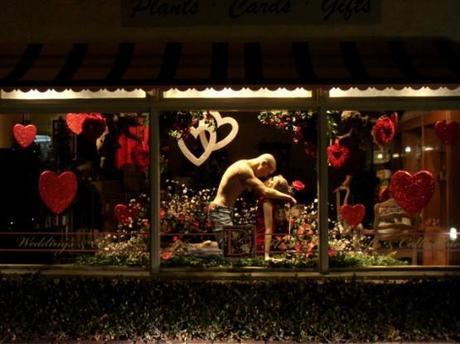 Decoración de escaparates para San Valentín - Maniquíes enamorados