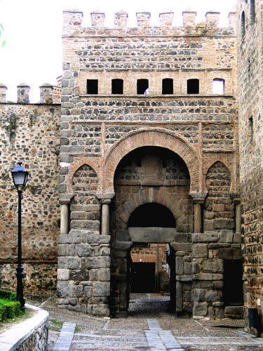 Puerta de Alfonso VI o Puerta Antigua de Bisagra de Toledo