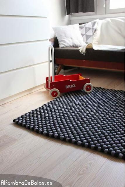 Alfombras de bolas de fieltro con un origen muy solidario for Origen de alfombra