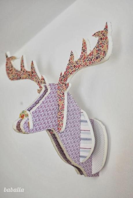 Diy cabeza de ciervo con cart n pluma y telas paperblog - Cabeza de ciervo decoracion ...
