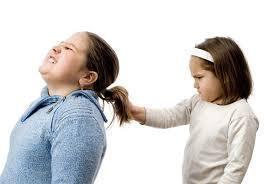 una niña agresiva