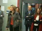 "Letizia visita ""Reina Isabel"" vaqueros cazadora piel Hugo Boss"