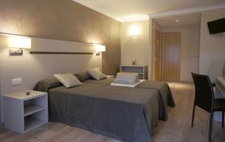 Aparthotel cosmos andorra en el coraz n del principado for Habitaciones familiares andorra