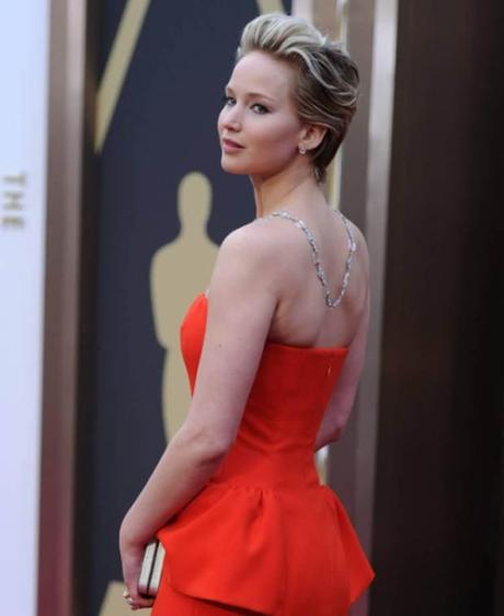 Jennifer Lawrence de espaldas