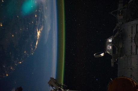El módulo presurizado denominado cúpula es un observatorio y torre de control para la Estación Espacial Internacional (ISS). La foto muestra Australia de noche, el 15 de septiembre de 2011.