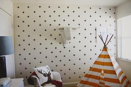 diy efecto papel pintado con cruces en paredes gotel washitape