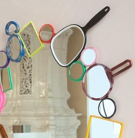 Un espejo original decorado con espejos paperblog - Como decorar un espejo sin marco ...