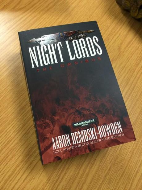 Nueva portada del omnibus de los Amos de la Noche y mas packs rebajados en Bibliostock