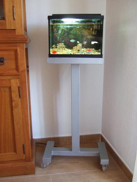 Como hacer un mueble para un acuario peque o paperblog for Mueble acuario