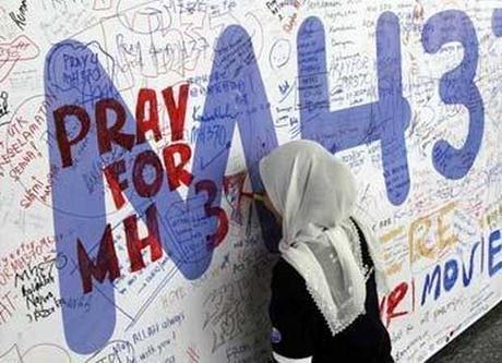 Avión desparecido: el mundo mira al cielo y #PrayForMH370