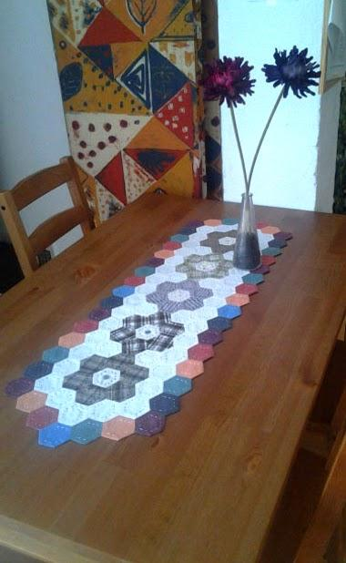 Hex gonos camino de mesa patchwork paperblog - Camino mesa patchwork ...
