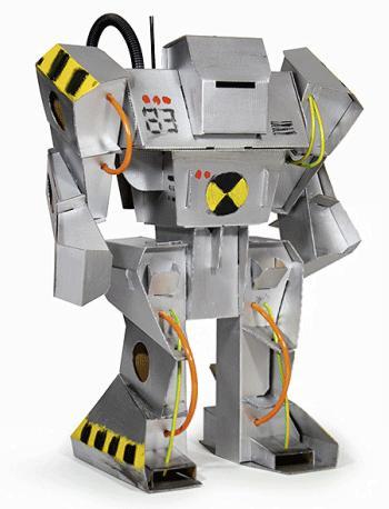 El robot para montar de cartón viene empaquetado en una caja de